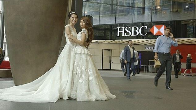זוג נשים לסביות, עובדות בנק HSBC בטאיוואן